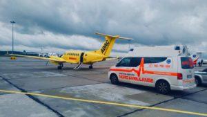 Ambulans Pogotowia Medycznego Nord Ambulanse wykonujący transport medyczny na lotnisko
